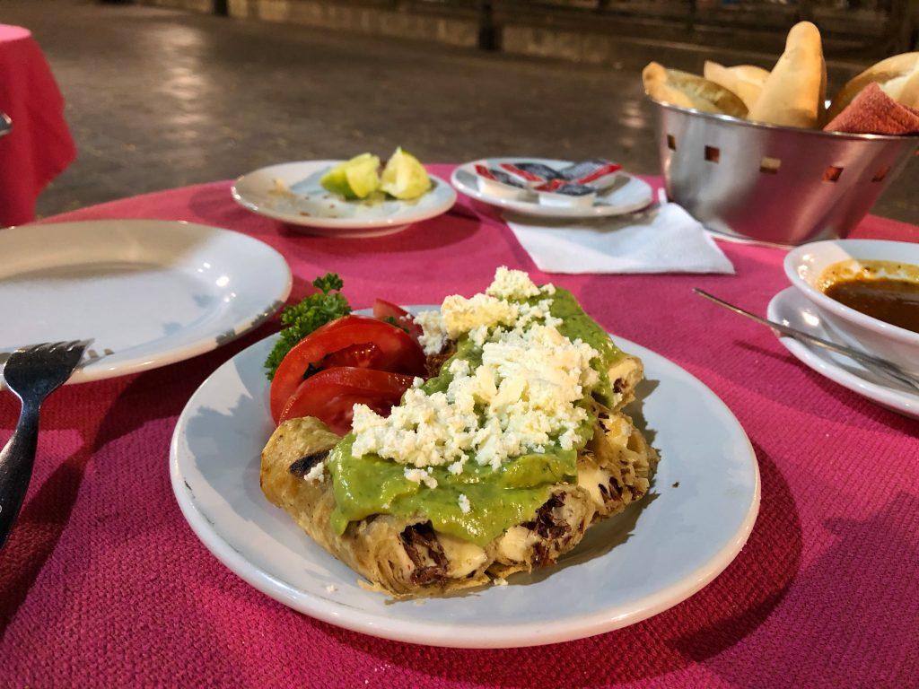 Taquitos Dorados con Guacamole